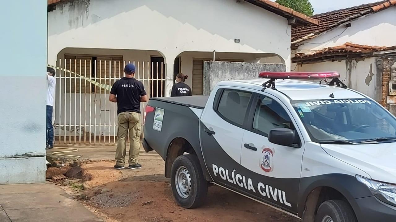 Corpo de idosa é encontrado em quintal de casa e filho da vítima é suspeito de assassinato
