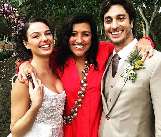 Regina Casé no casamento de Isis Valverde (Foto: reprodução / Instagram)