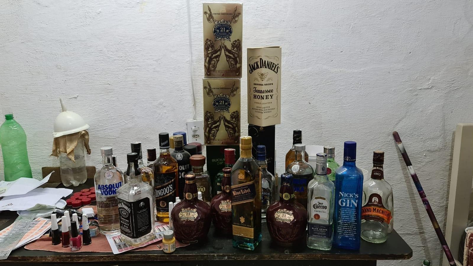 Fábrica clandestina de bebidas alcoólicas é desativada pela Polícia Civil em Fortaleza