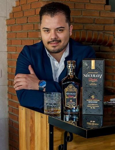 Bille Marinho, empreendedor do ramo de bebidas, criou a sua própria marca de whisky (Foto: Divulgação)