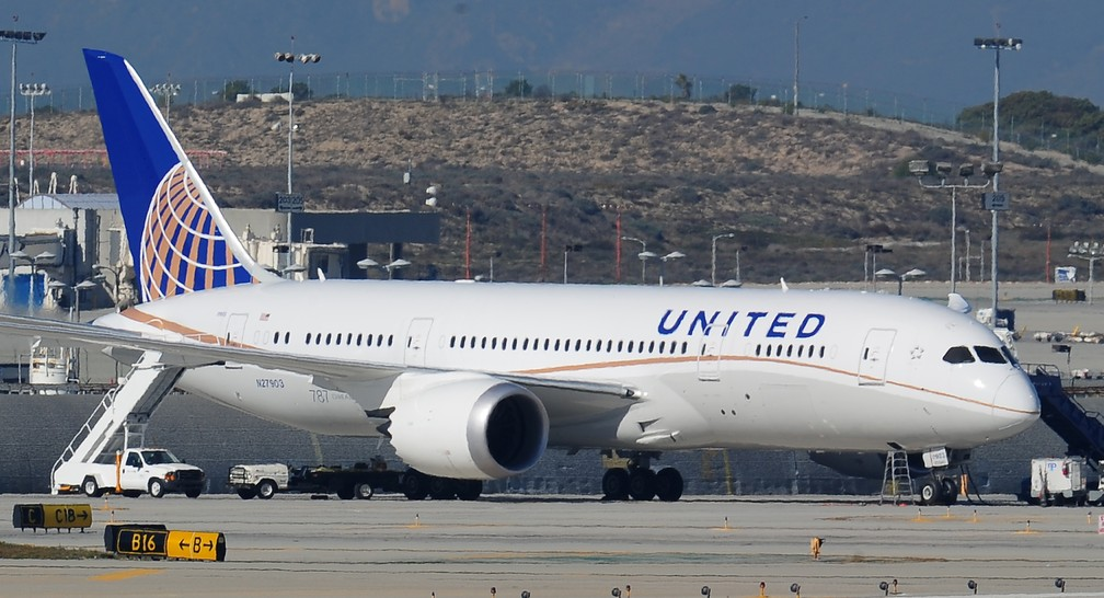 Avião da United Airlines no aeroporo de Los Angeles (Foto: ROBYN BECK / AFP )