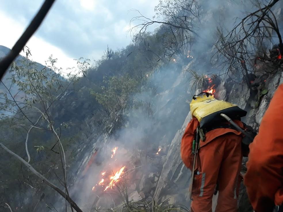 Incêndio de grandes proporções atingiu área de vegetação na Chapada Diamantina, na Bahia — Foto: Corpo de Bombeiros Militar da Bahia