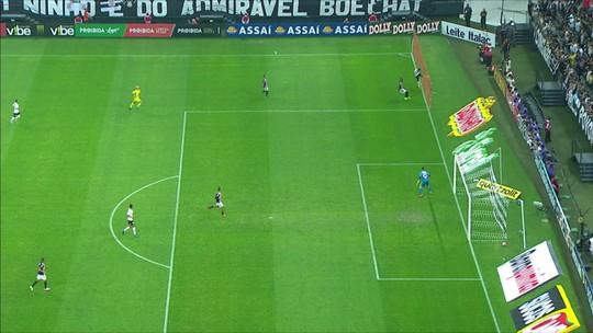 Saiu a bola? Foi falta? Mão? Sandro Meira Ricci analisa as polêmicas de Corinthians x São Paulo