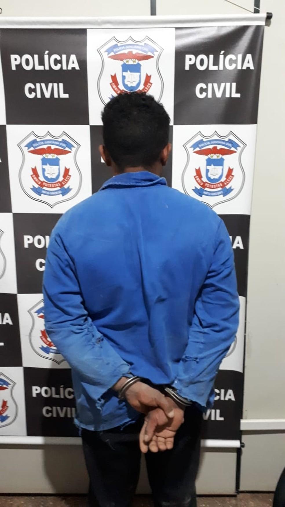 Homem foi preso e confessou os crimes (Foto: Polícia Civil/Divulgação)