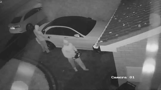 VÍDEO: polícia flagra 'furto hacker' de carro sem as chaves