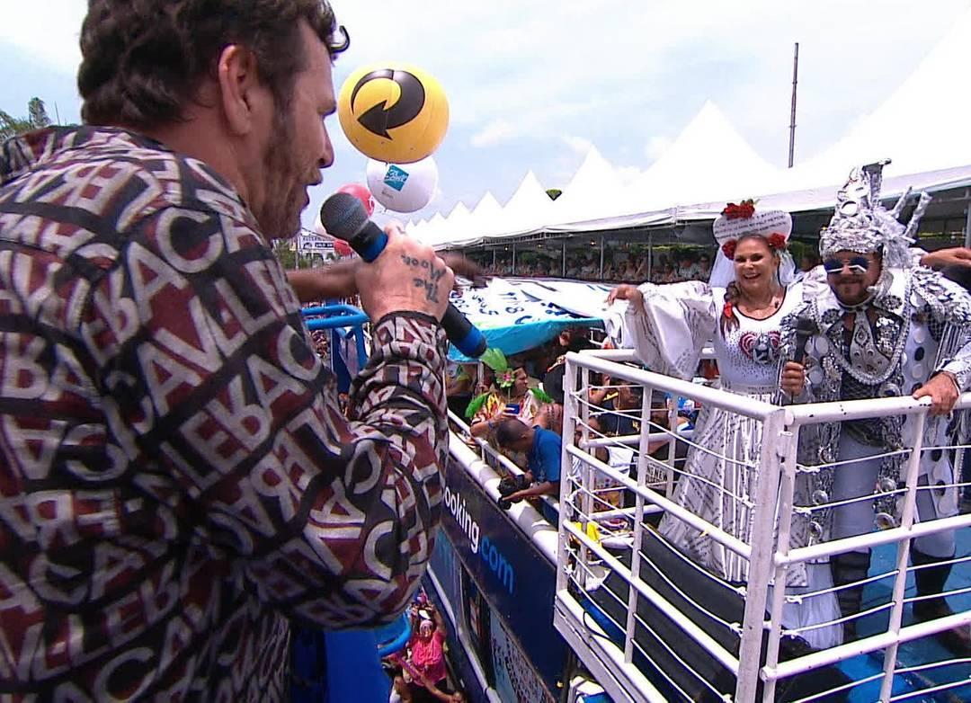 Otto canta com Fafá de Belém e Gustavo Travassos no desfile do Galo da Madrugada em 2020
