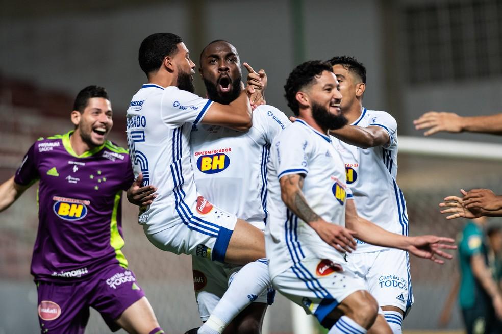 Jogadores do Cruzeiro comemoram gol sobre América-MG — Foto: Bruno Haddad