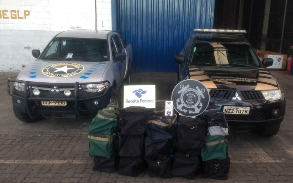 Quinze malas são apreendidas com 441 kg de cocaína no Porto de Salvador (Foto: Divulgação/Receita Federal)