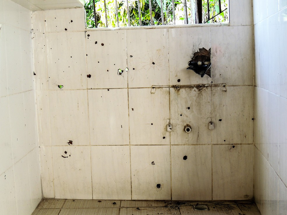 Marcas de tiros em casa no Fallet — Foto: Thathiana Gurgel/Defensoria Pública