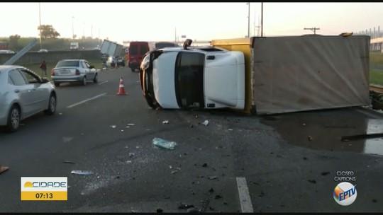Acidente com dois caminhões e carro deixa um ferido na Rodovia Anhanguera, em Nova Odessa