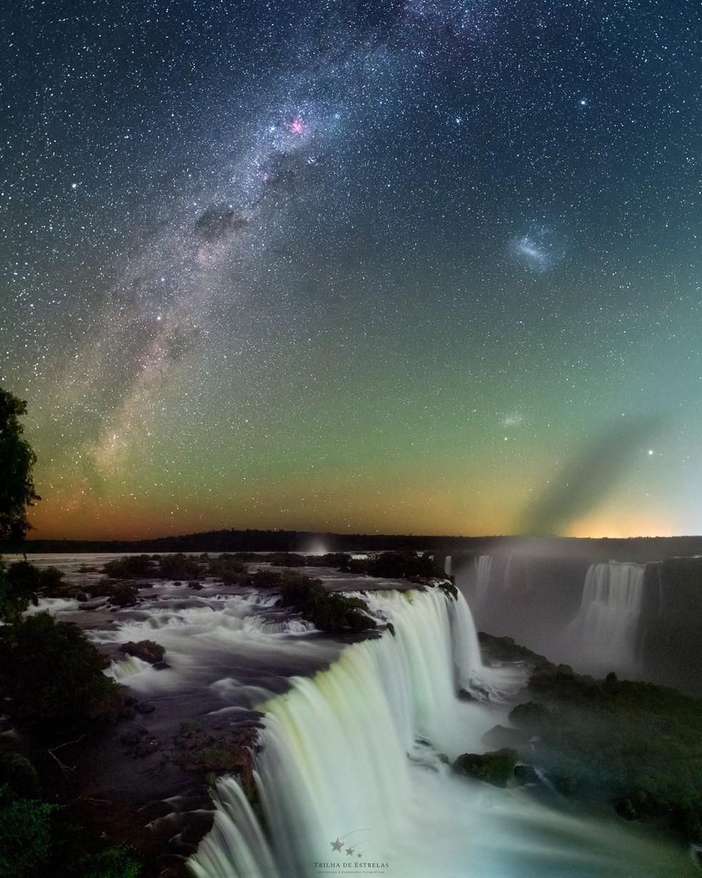 Foto mostra braço da Via Lácnea, Cruzeiro do Sul, nebulosa Eta Carinae, grande e pequena nuvens de Magalhães — Foto: Victor Lima/Divulgação