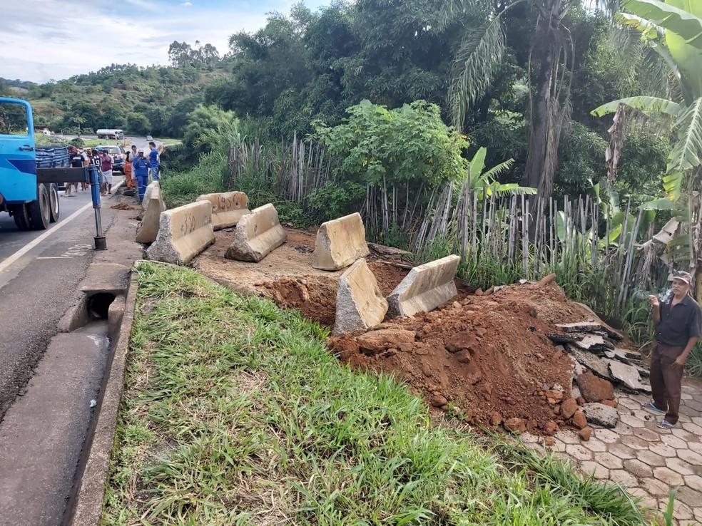 Acesso, que segundo a PRF, é irregular. — Foto: Polícia Rodoviária Federal/Divulgação