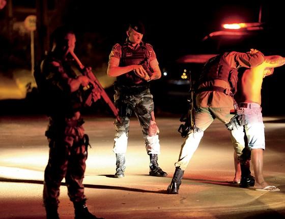 Operação policial em Altamira. Homicídios bateram recorde na cidade (Foto: Adriano Machado/Época)