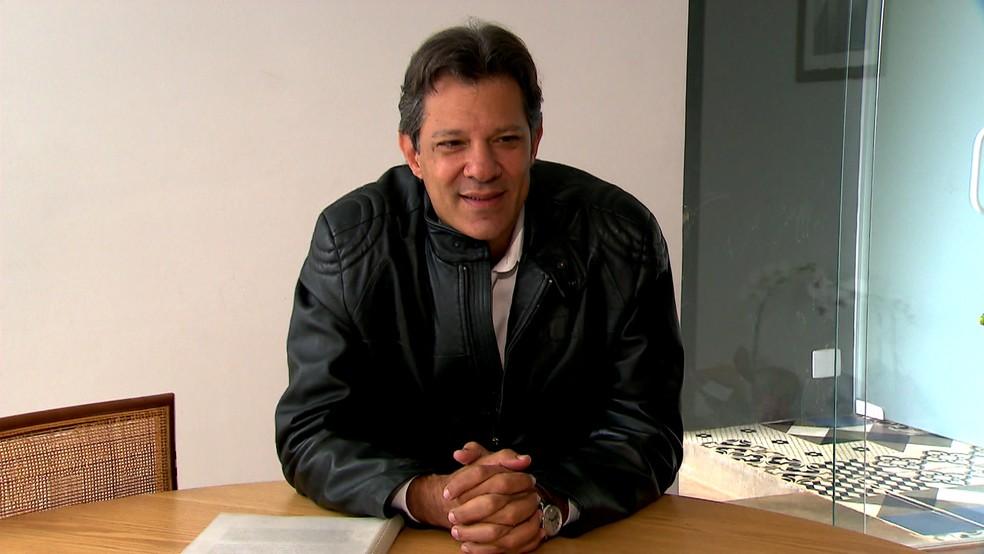 Fernando Haddad dá entrevista em São Paulo — Foto: TV Globo/Reprodução
