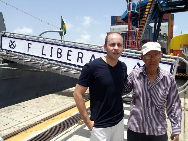 Sargento Marcos Santos reencontra a família após dez meses em serviço (Foto: Jocaff Souza/G1)