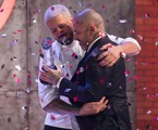 O jurado Henrique Fogaça com o campeão do 'MasterChef' | Carlos Reinis/Band