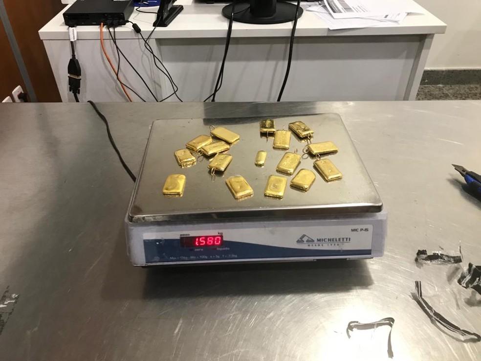 Cerca de 1,5 quilograma de ouro com destino à Jordânia foi encontrado em mala no Aeroporto de Fortaleza. — Foto: Divulgação/Polícia Federal