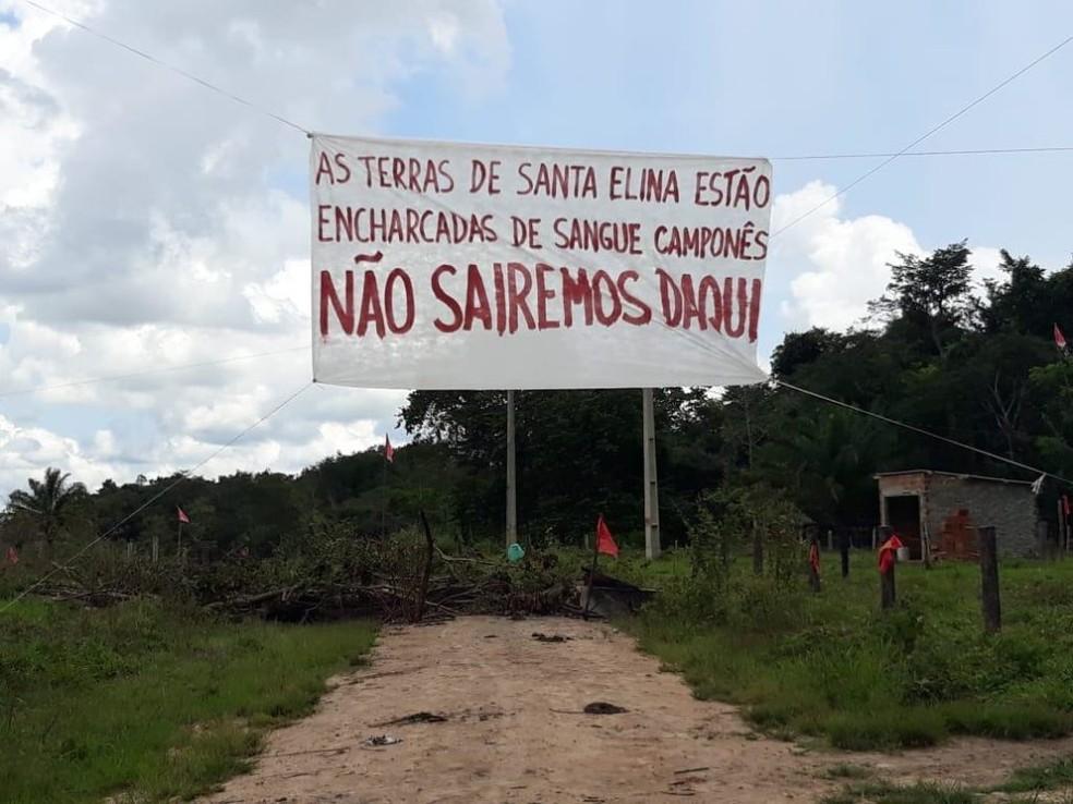 Integrantes do Acampamento Manoel Ribeiro demonstram intenção de resistir na área da Fazenda Nossa Senhora Aparecida, em RO — Foto: Resistência Camponesa/Reprodução