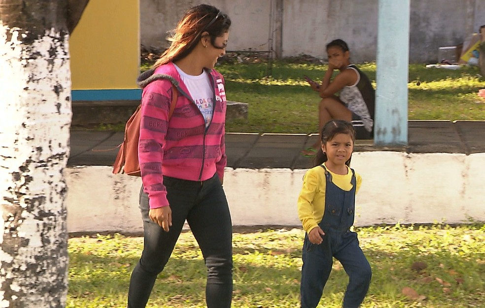 Mãe e filha venezuelanas chegaram a João Pessoa em busca de uma vida melhor (Foto: Reprodução/TV Cabo Branco)