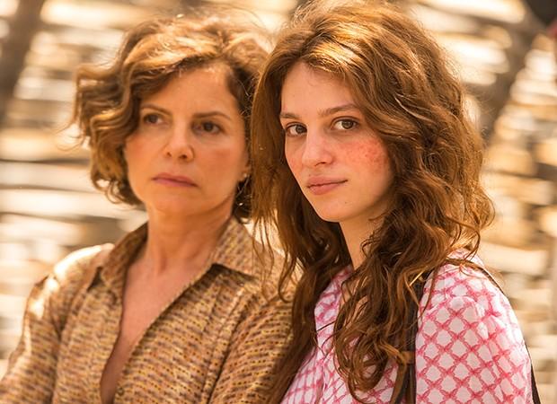 Rosinete (Débora Bloch) expulsará Simplício (Lee Taylor), de casa após briga dele com Hermano (Gabriel Leone) (Foto: Globo / Estevam Avellar)