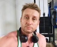 """Ator virou fisiculturista após perder 32 kg: """"Saradinho"""""""