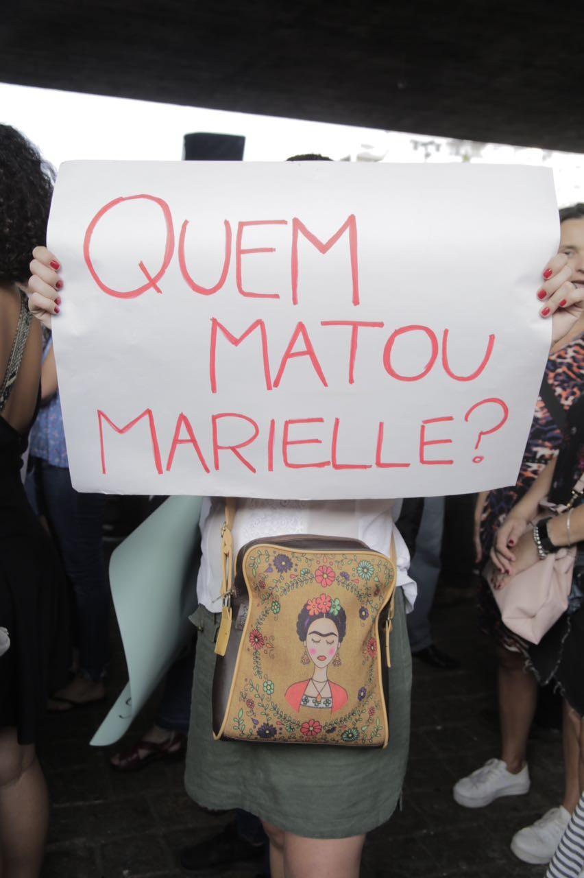 Cartaz durante manifestação em homenagem à vereadora Marielle Franco na Avenida Paulista, em SP (Foto: Ricardo Toscani)