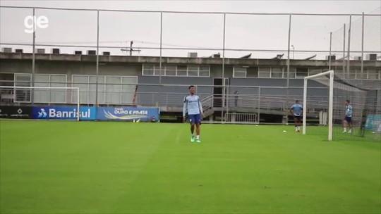 "Mesmo sem zagueiros, Renato opta por ""lapidar"" Rodriguez antes de conceder chance no Grêmio"