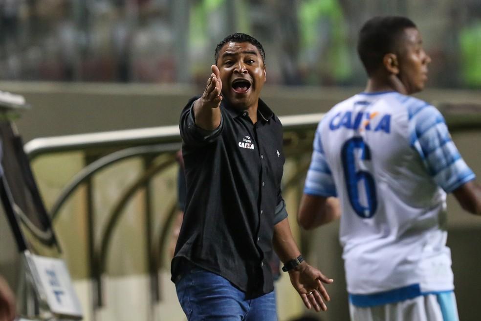 Roger Machado no comando do Atlético-MG (Foto: Bruno Cantini)