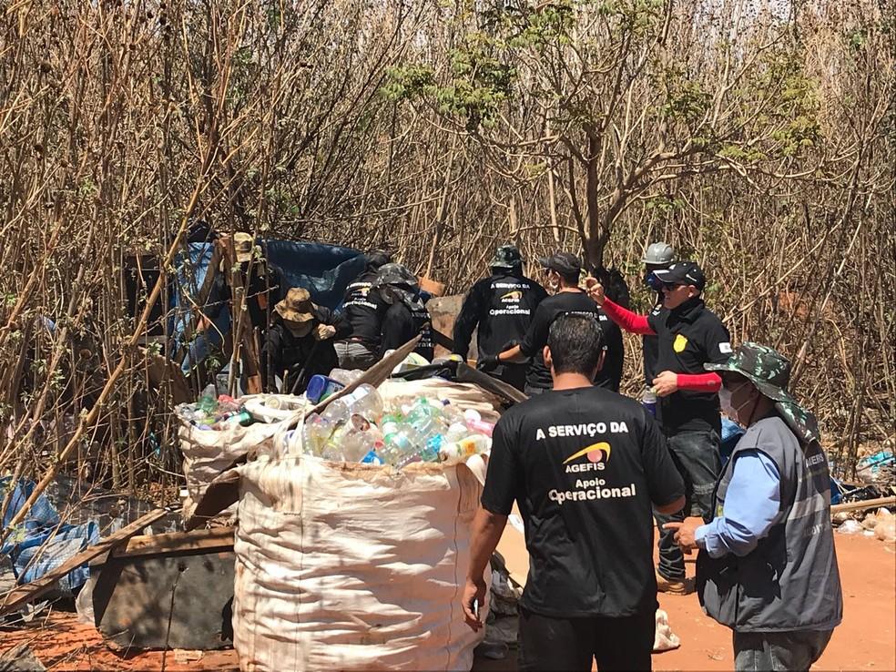 Local era ocupado irregualrmente por catadores de materiais recicláveis no DF (Foto: PMDF/Divulgação)