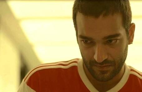 Na terça (25), Sandro (Humberto Carrão) suspeitará que Álvaro (Irandhir Santos) está armando um plano contra Raul (Murilo Benício) Reprodução