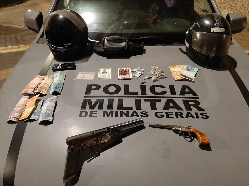 Policiais também encontraram 13 armas durante a ação — Foto: Polícia Militar / Divulgação
