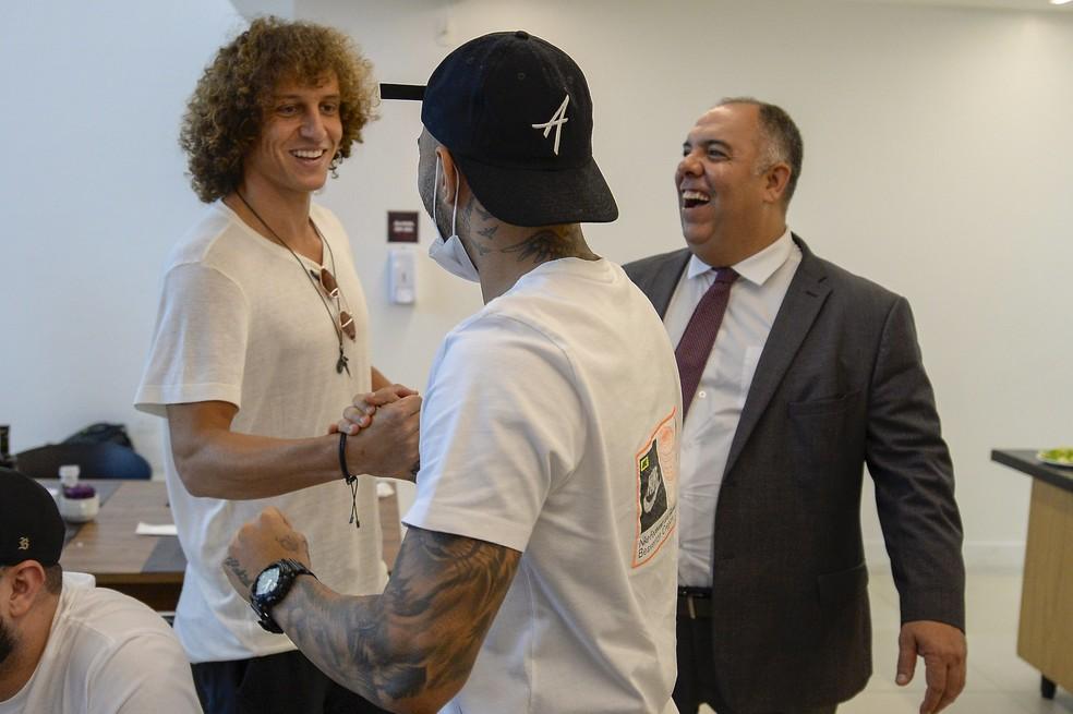 David Luiz, Gabigol e Marcos Braz no CT do Flamengo — Foto: Marcelo Cortes/Flamengo