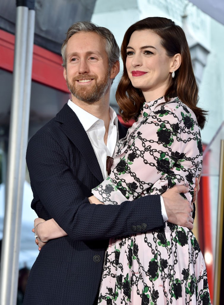 Anne Hathaway e Adam Shulman (Foto: FilmMagic/Getty Images)