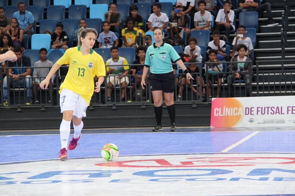 Amandinha em ação pela seleção brasileira de futsal — Foto: Naiara Gresta/CBFS
