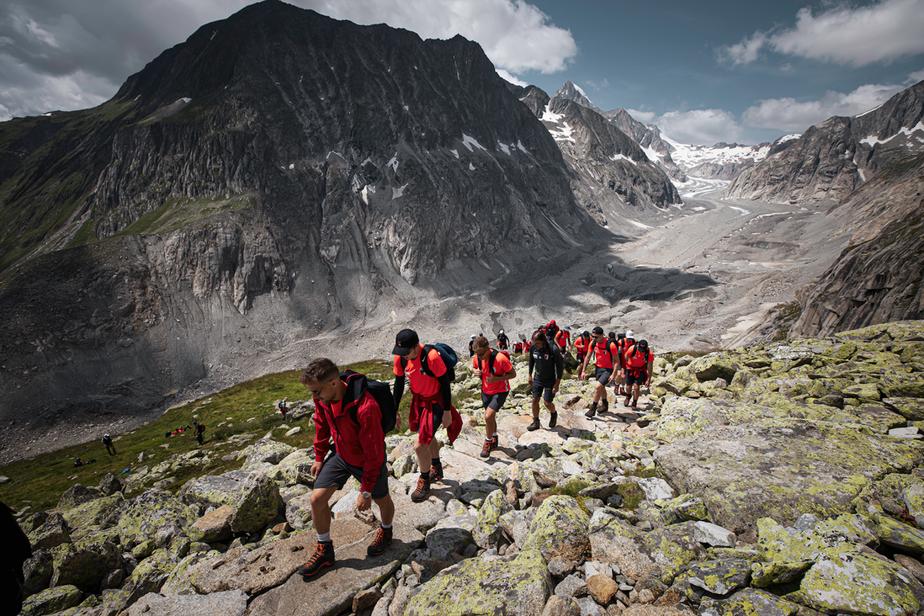 Sem celular e sem banho, time alemão passa pedaço da pré-temporada nos Alpes Suíços