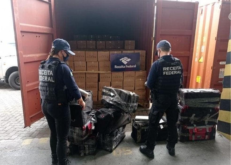 Droga foi encontrada em contêiner com destino ao Porto de Valência — Foto: Receita Federal/Divulgação