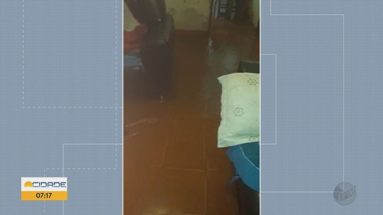 Chuva deixa pelo menos duas casas alagadas em Ilicínea, MG