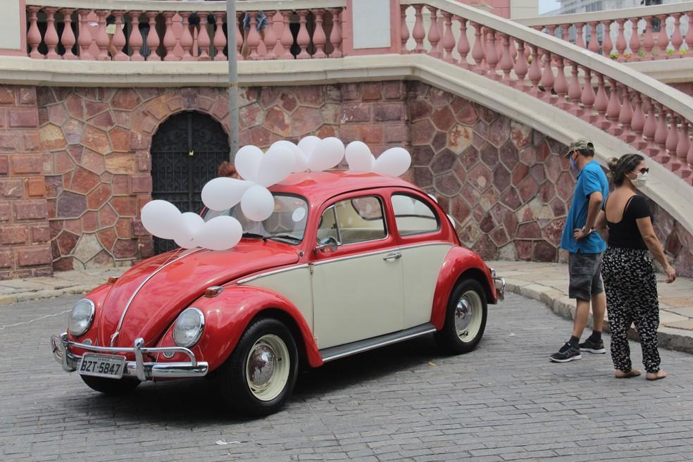 Durante a manhã deste domingo (30), público pôde conhecer o carro que será leiloado. — Foto: Matheus Castro/G1 AM