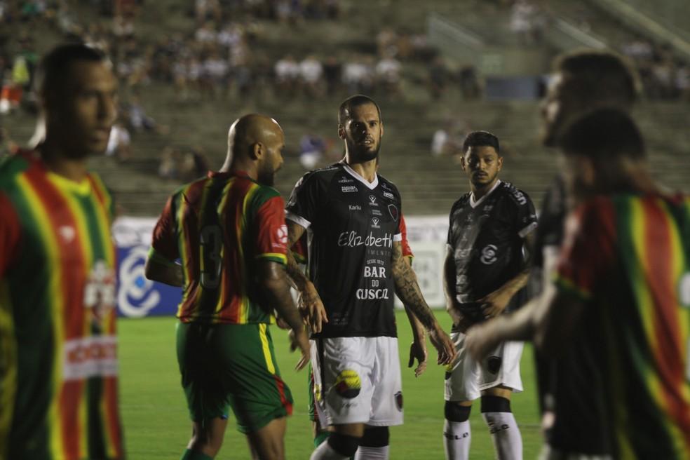 Sem vencer há três rodadas, o Botafogo-PB vai encarar o Santa Cruz neste domingo — Foto: Cisco Nobre / GloboEsporte.com