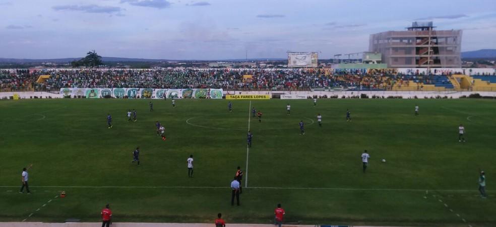 O Iguatu venceu fora de casa, no Estádio Romeirão, o Icasa, por 2 a 0, e se classificou na Taça Fares Lopes (Foto: Ednardo Alves/TV Verdes Mares)