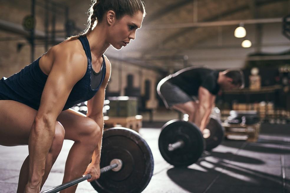 Em pesquisa recente mulheres com SOP que fizeram 3 horas de exercícios aeróbicos por semana durante 12 semanas melhoraram a sensibilidade à insulina, o colesterol e a gordura visceral, embora não tenham perdido peso algum. (Foto: istock)
