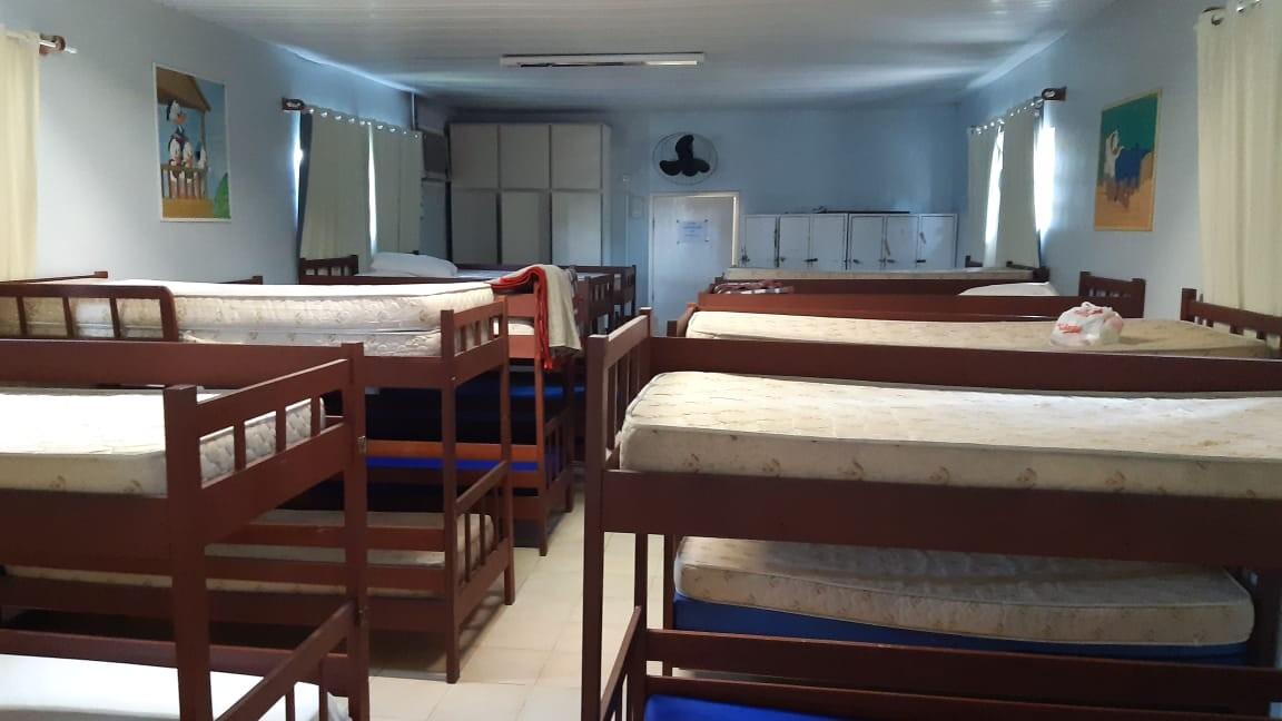 Voluntários fazem ação para reformar casa que recebe famílias de pacientes do hospital infantil em Florianópolis - Notícias - Plantão Diário