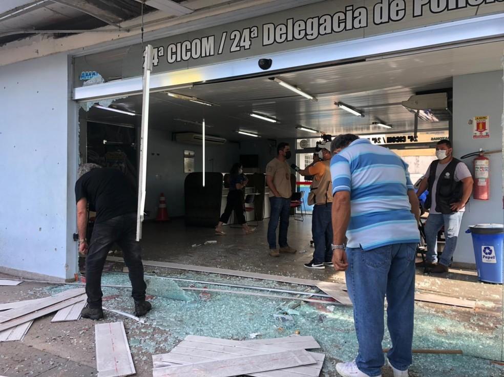 Delegacia atacada em Manaus — Foto: Matheus Castro/G1