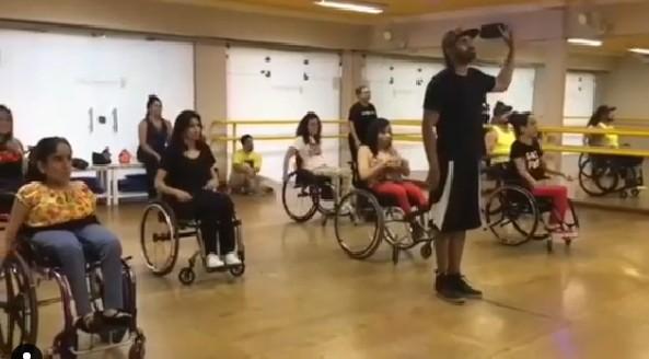 Escola de dança não cobra aulas para cadeirantes  (Foto: Reprodução/Instagram)