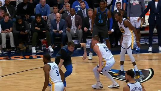 Com erros no minuto final, Warriors não resistem aos Mavericks e perdem mais uma