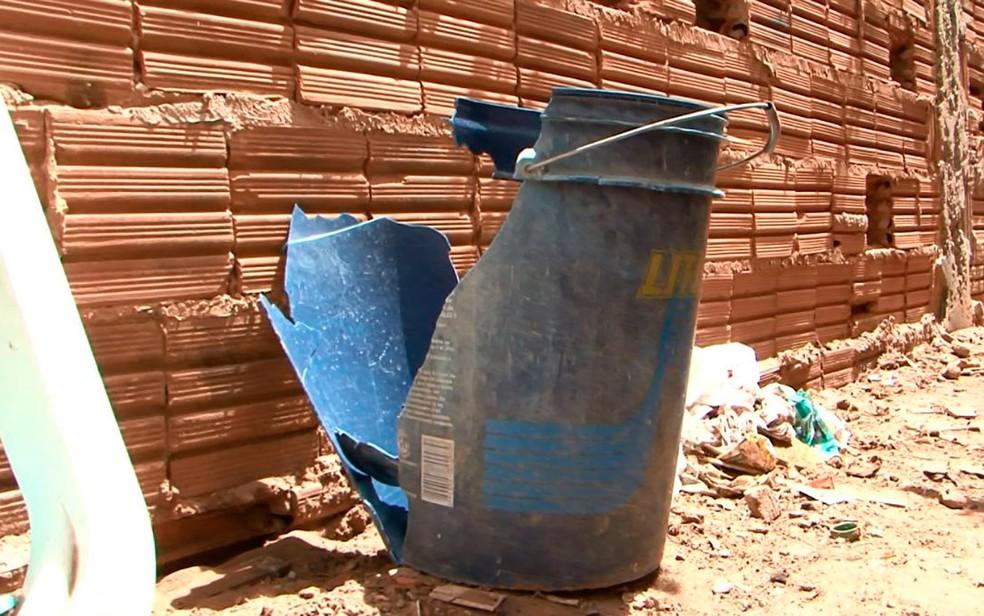 Pai da criança destruiu balde após acidente (Foto: Müller Nunes/TV Oeste)