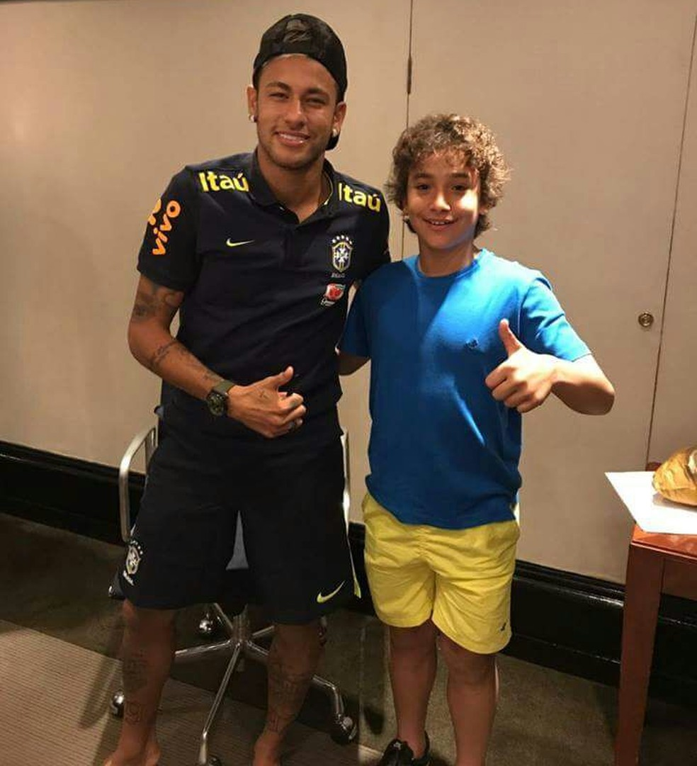 Lucianinho em encontro com o ídolo Neymar — Foto: Divulgação/Instagram