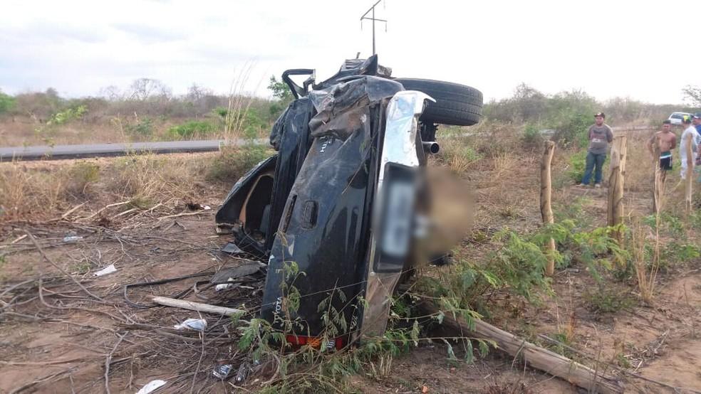 Acidente com picape deixou uma pessoa morta na BR-135.  — Foto: Divulgação/PRF