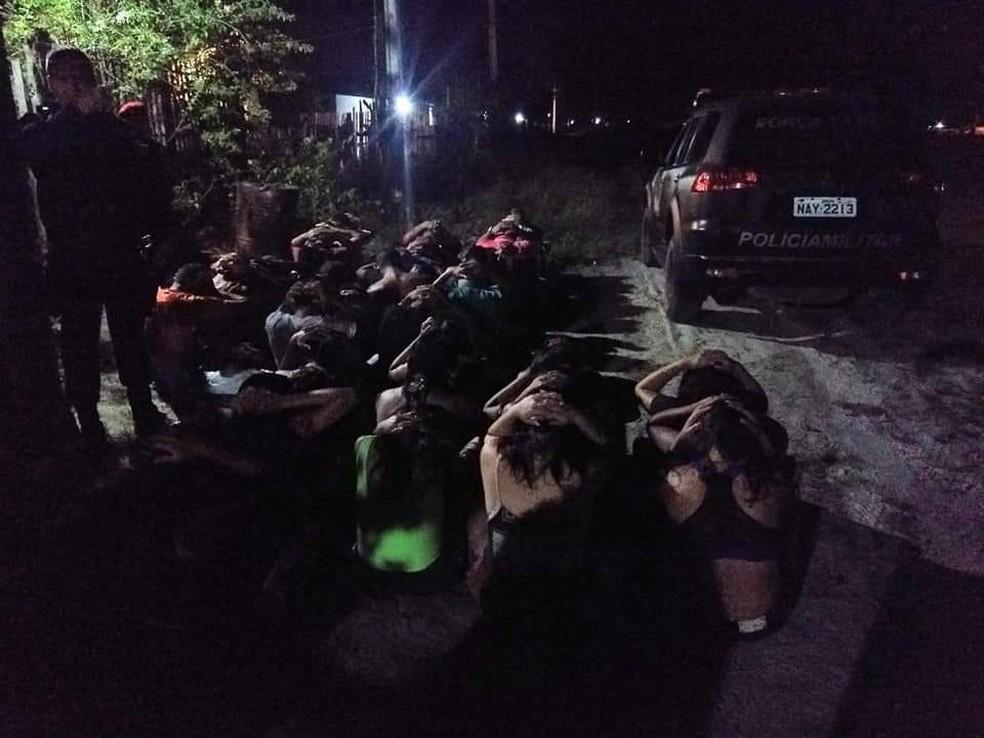 Ao todo, 40 pessoas foram detidas em festa; 15 eram adolescentes — Foto: Divulgação/Polícia Militar