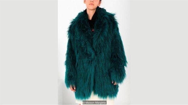 Maison Margiela está entre as novas marcas de luxo com novas peles artificiais que elevaram os padrões de seu processo (Foto: Maison Margiela)